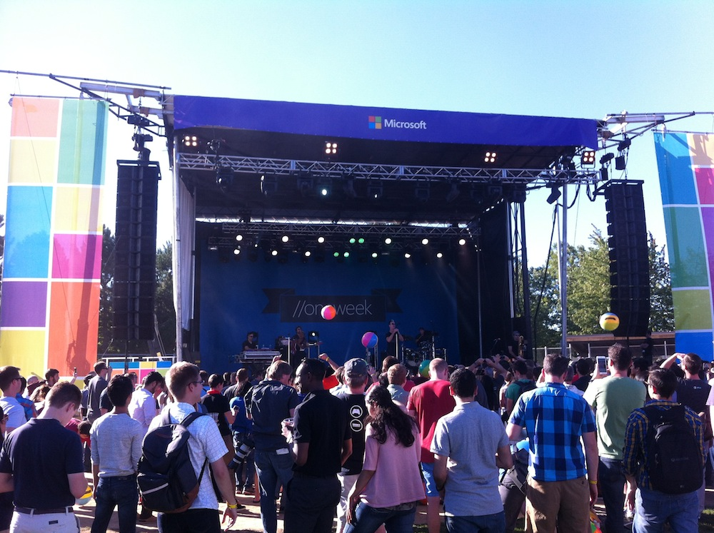 JBL VerTec at Microsoft Windows 10 Launch Event featuring Fitz and The Tantrums